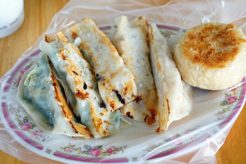 今日熱門文章:[花蓮早餐]建國路一品坊餡餅-高麗菜鍋貼好好吃 一吃就愛上了 花蓮美食