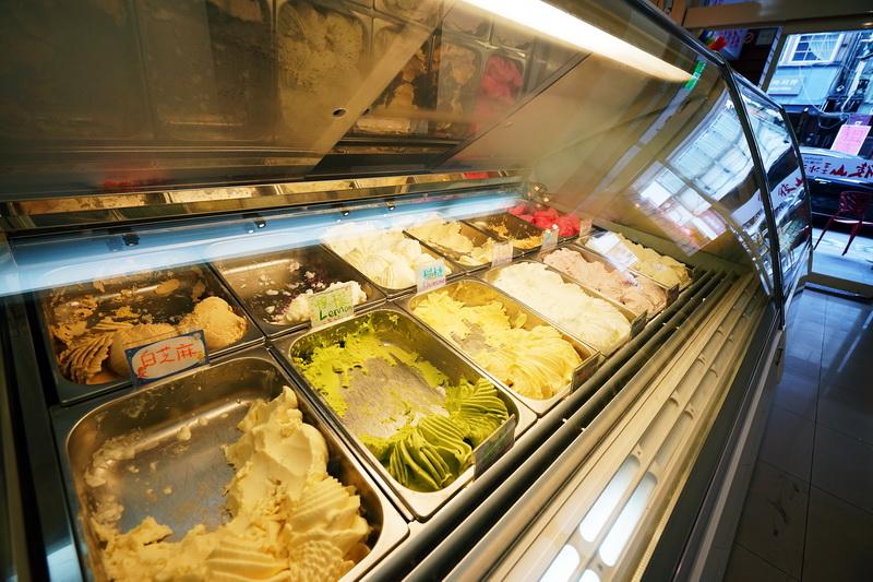[花蓮美食]後山冰淇淋-水果義式冰淇淋超級好吃 完全打到我味蕾啊,榴槤冰淇淋必吃! 多達二十種口味通通可以試吃,夏日必吃冰品 花蓮冰店 花蓮冰淇淋