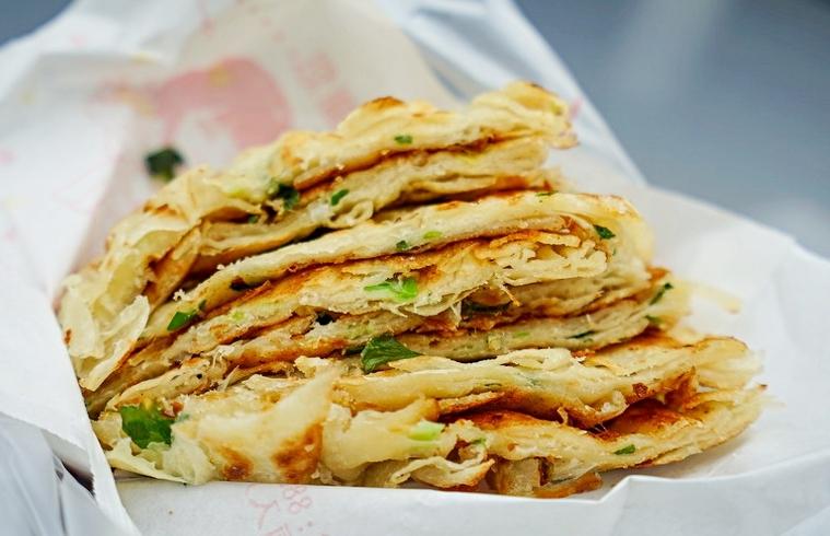 今日熱門文章:家鄉味千層蔥油餅-近40年花蓮在地小吃  充滿古早味不油膩我喜歡 蔥油餅快速拍打口感好  花蓮新城美食 花蓮蔥油餅