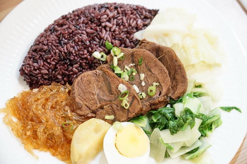 今日熱門文章:[花蓮美食]Miss Energy低GI廚房花蓮店-雞胸肉超水嫩 意外的好吃ㄟ~花蓮健身餐 花蓮減醣餐 熱量低又吃得飽 好好補充蛋白質