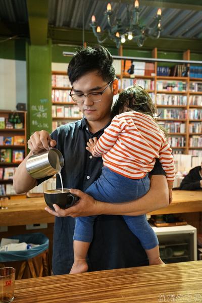 [花蓮咖啡廳]沈醉2咖啡館-書香中飄散著咖啡香 咖啡與書店的完美結合  肉桂捲與甜點 提供咖啡外送服務 舊書鋪子二手書店