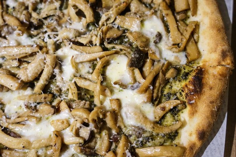 [花蓮美食]秀綠披薩Show Green Pizza Focaccia  白松露油野蕈披薩 花蓮手工披撒 @跳躍的宅男
