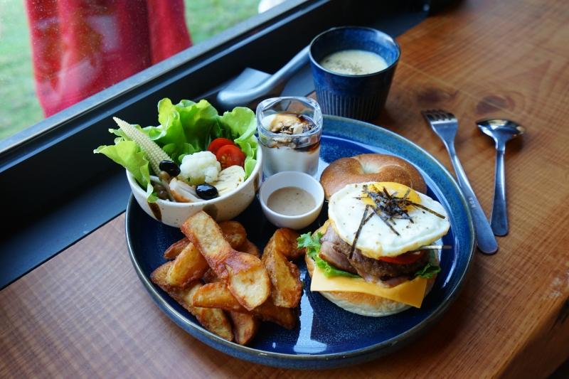 [花蓮早午餐]黑羽貝果-這間貝果外層像是法國麵包般酥脆!! 加上太陽蛋漢堡肉也太好吃了吧  花蓮美食推薦 @跳躍的宅男