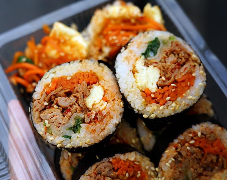 [花蓮市美食]這係咖啡韓食堂-韓國歐巴賣韓國飯捲 韓式魷魚泡菜  馬西搜喲  早上就有賣喲  韓國人在花蓮喲 花蓮韓式料理아주 맛있어요