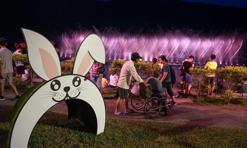 [花蓮暑假活動]花蓮山水實景真人實境秀就在鯉魚潭 璀璨魔法花園水舞劇場 真人表演 讓你留下不一樣花蓮印象