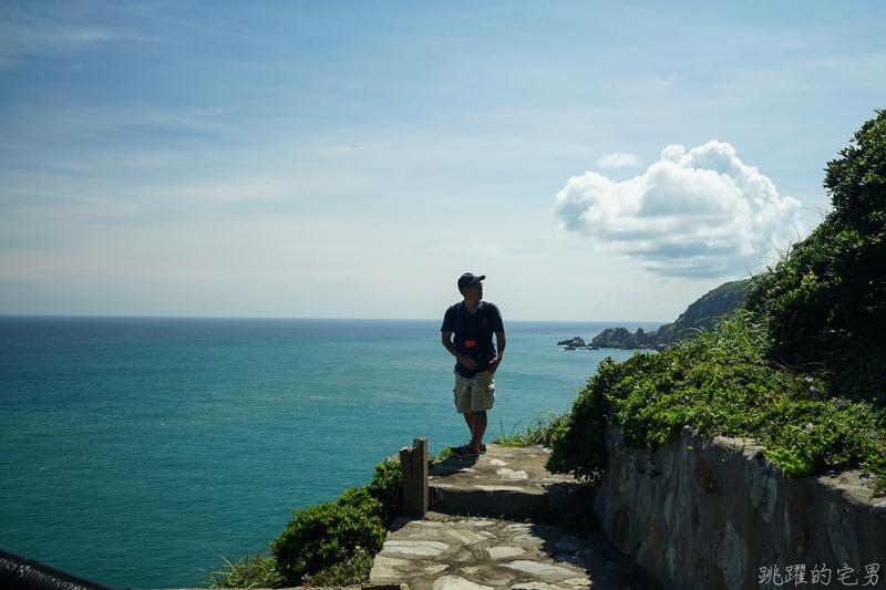 [馬祖旅遊]絕美東引-湛藍無暇海洋 礁岩純白燈塔 彷彿在歐洲ㄧ般 怎能讓人不愛你 東引一日行程景點規劃  東引燈塔(內有影片)