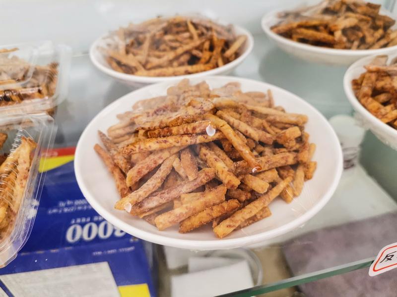 [花蓮美食]1+4訪黑嚕嚕麵館- 豬腳麵線  1人份剝皮辣椒雞湯 鵝肉飯 冷氣很涼 老闆娘熱情 吃飯看緣分 想吃就一直來了