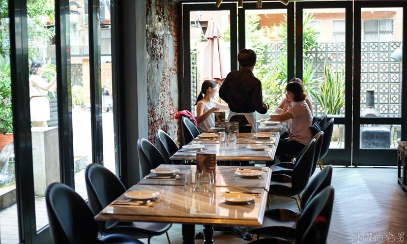 [信義安和美食]紅皇后川酒-隱身市區峇里島Villa餐酒館,你看過三層水煮牛嗎? 既特別又好吃 新ㄧ代時尚風格川菜料理 藤麻滋味讓你停不下筷子 大安區中式料理推薦