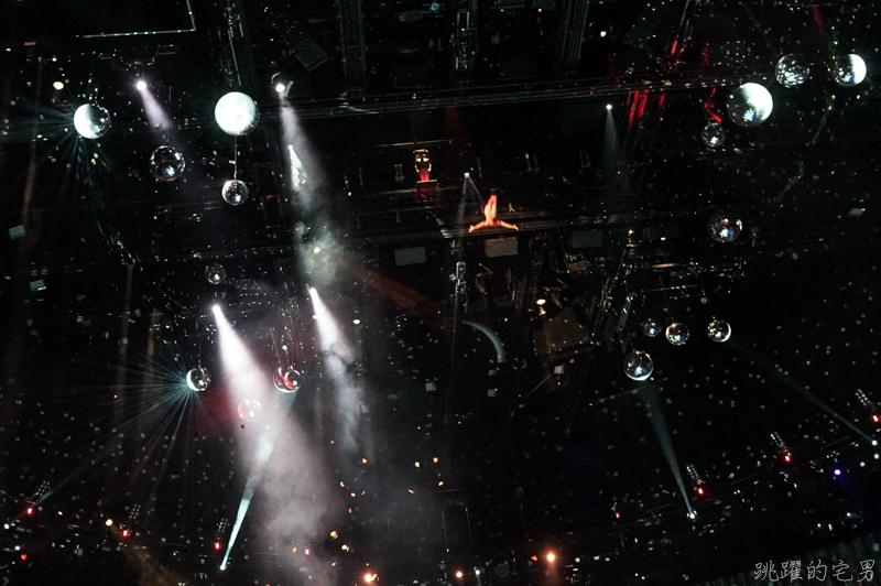 [澳門旅遊]水舞間-耗資20億港幣 全球最壯觀的水上表演劇場 嘆為觀止的精采表演  空中水下超過百人演員、高空特技表演、戲劇、飛車,澳門必看表演 新濠天地