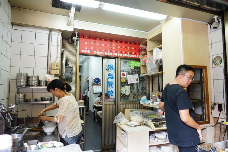 [台南美食]泉成點心店-70年老店  炸物很推薦  火燒蝦、土魠魚必吃  手工丸子宅配 還有內用空間 鴨母寮市場美食 台南小吃  在地人帶路的