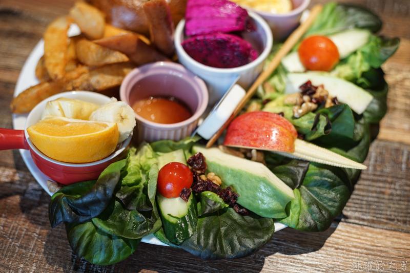 [花蓮早午餐]二訪菊琳早午餐-吳寶春貝果配上5種水果 鄉庭無毒蛋 奶油萵苣 健康又好吃 提供飲料無限暢飲 花蓮美食