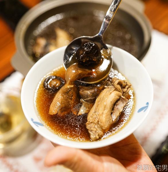 [花蓮美食]二食六廚房-戰斧豬排滿滿的肉 份量足好下飯!!  蟹黃煲鮮味飽滿 黑蒜頭雞湯更是冬季必點菜色 我很喜歡 飲料無限取用 花蓮簡餐