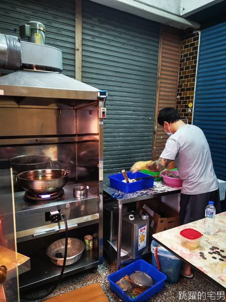 [花蓮美食]每到下班時間就大排長龍的吳記排骨酥 肉多滋味好 花蓮小吃 花蓮排骨酥