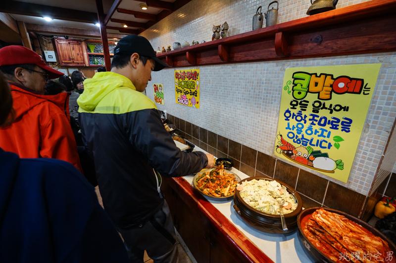 [韓國釜山美食]豆田裡嫩豆腐콩밭에순두부本店-小菜多到像是吃自助餐  提供辣炒年糕 辣魚蔥餅 菜色超多又實惠 超合我的口味  這家小菜才是主角 列為南浦洞必吃美食