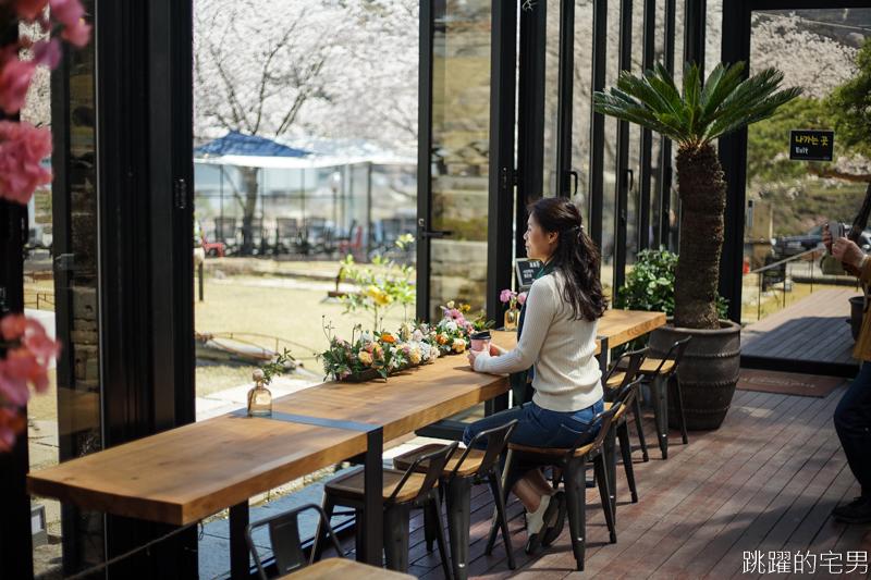 [韓國櫻花]河東十里櫻花路中的花藝咖啡廳 theroad101 더로드101 -山坡都是他們家的 占地有夠寬廣  櫻花IG打卡熱點,拍照超美 ,歇歇腳喝杯咖啡吧 河東美食 慶尚南道咖啡廳