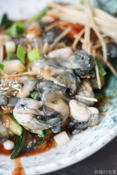 [嘉義文化路夜市美食]阿霞火雞肉飯-絕對必點的五味鮮蚵 純淨鮮味完全打到我的味蕾 嘉義美食  嘉義雞肉飯推薦
