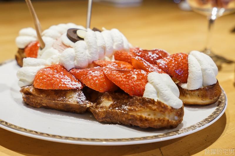 [花蓮甜點]來+咖啡廳-逼逼~這個太犯規 滿滿草莓的聖誕老人鬆餅超可愛 這怎麼吃得下去>////< 花蓮深夜咖啡廳推薦 花蓮鬆餅推薦 @跳躍的宅男
