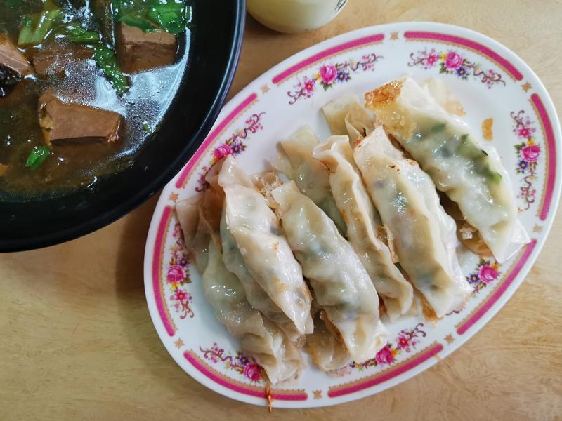[花蓮素食]豪味家麻辣臭豆腐-有加了香菜的鍋貼我就讚 現煎咬下超有汁  全日供餐 下午不休息  早上6點半就有賣 花蓮素食早餐