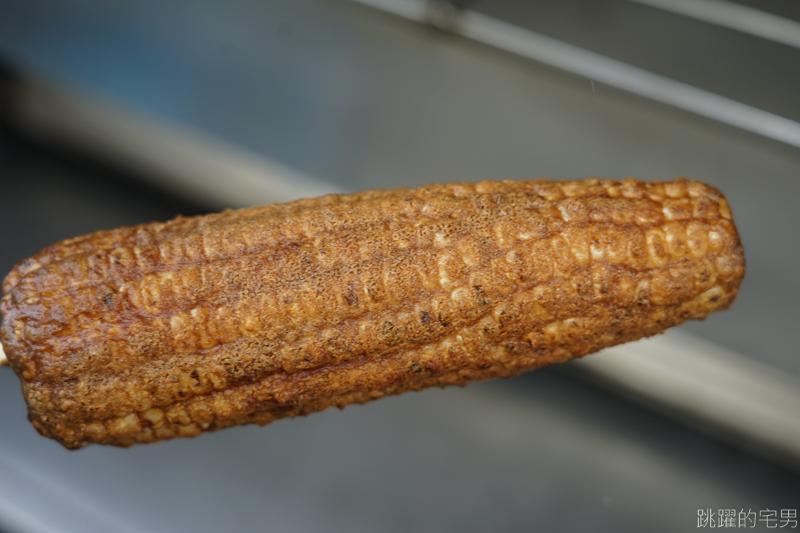 [嘉義美食]六哥古早味烤玉米- 初次吃嘉義烤玉米    玉米還可選軟硬口感 炭火直烤濃厚醬料讓人一吃就愛上  嘉義小吃 嘉義水上美食