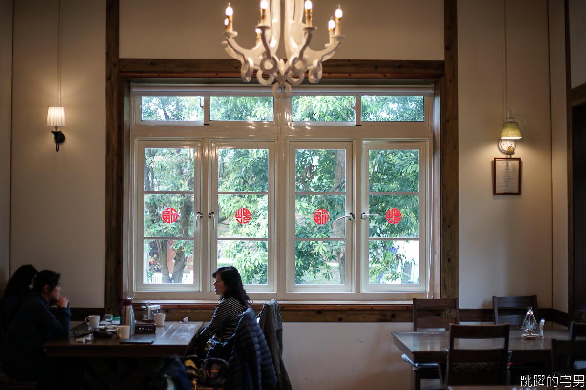 台北最好吃可麗露?!  空間寬敞挑高木屋 躺著就不想動的慵懶沙發   陽明山美軍宿舍餐廳 一定再訪的朱里昂法式廚房 陽明山美食
