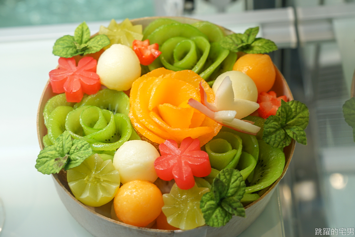 一整個哈密瓜做的水果蛋糕 雲朵般輕柔奶油讓人驚艷  La vie bonbon 日式義大利麵更是不能錯過  台北中山區甜點