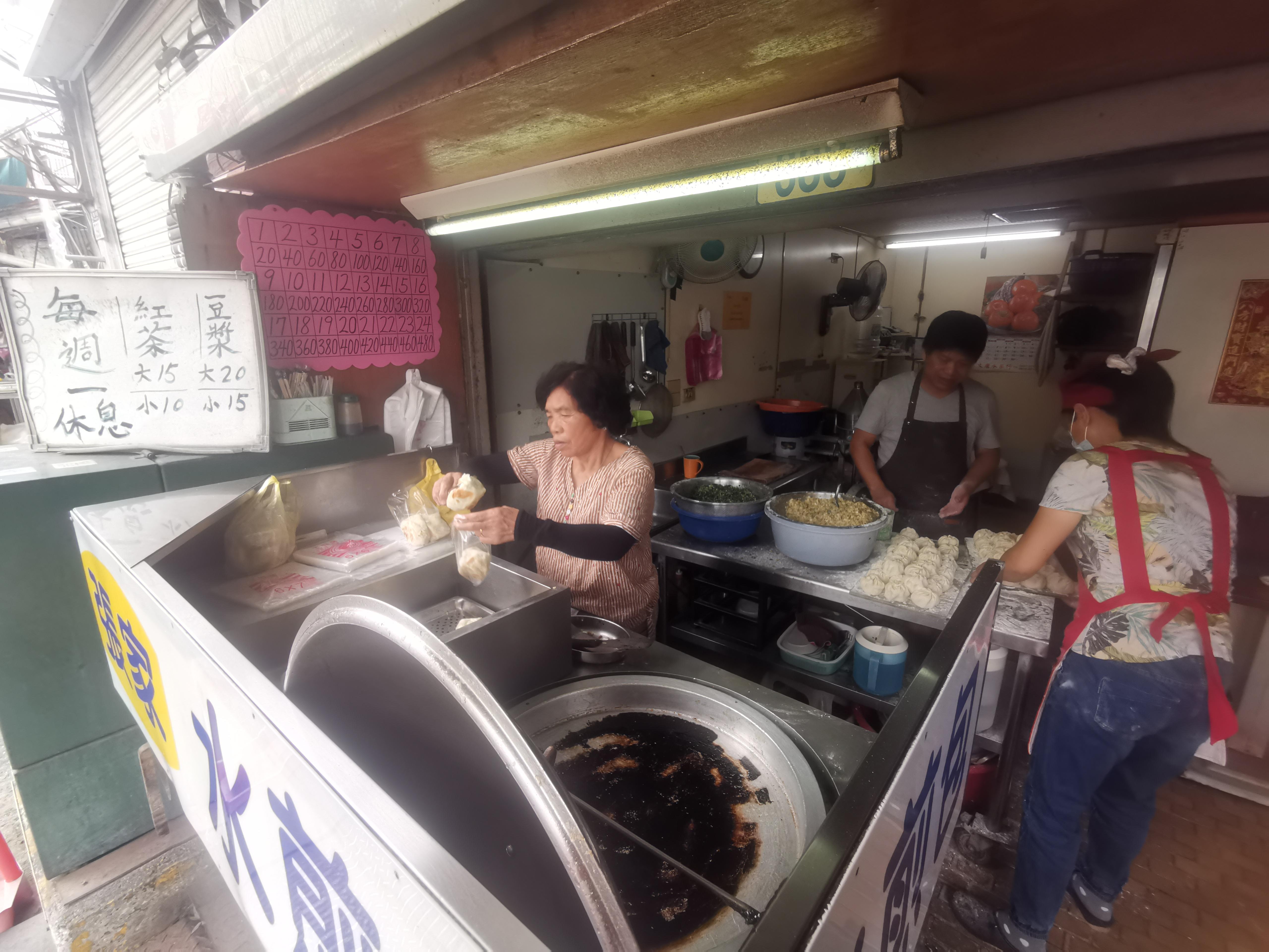 [花蓮早餐]張家水煎包-花蓮排隊水煎包 早餐時間天天爆滿  連婆婆媽媽都受不了好吃水煎包
