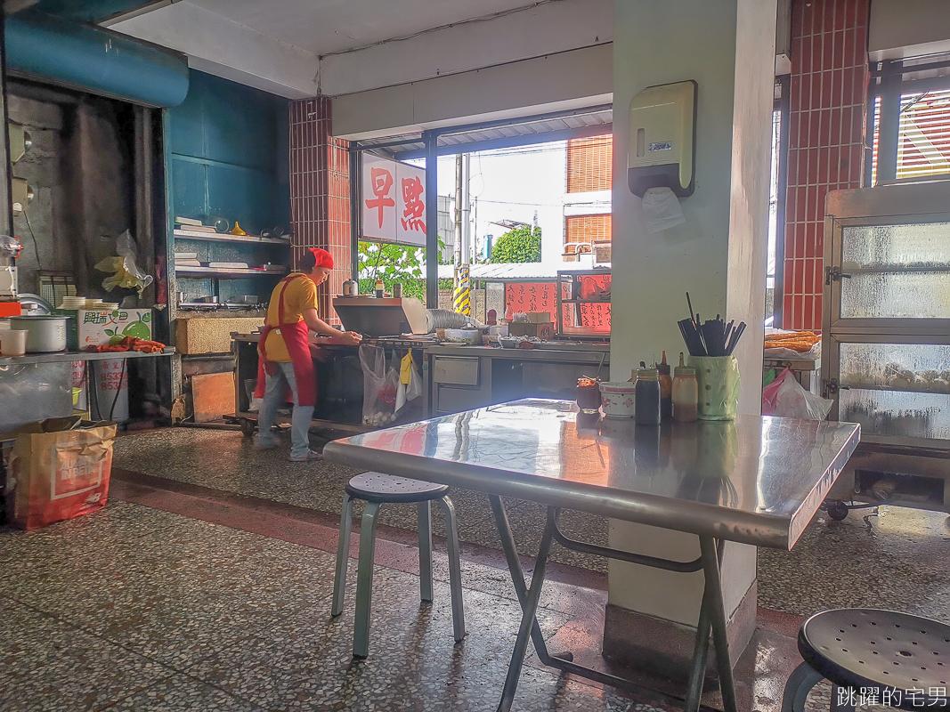 [花蓮60年早餐店]仁芳早點- 炒麵現點現炒 充滿香氣很推薦 地方乾淨像是走進家裡客廳 花蓮早餐推薦