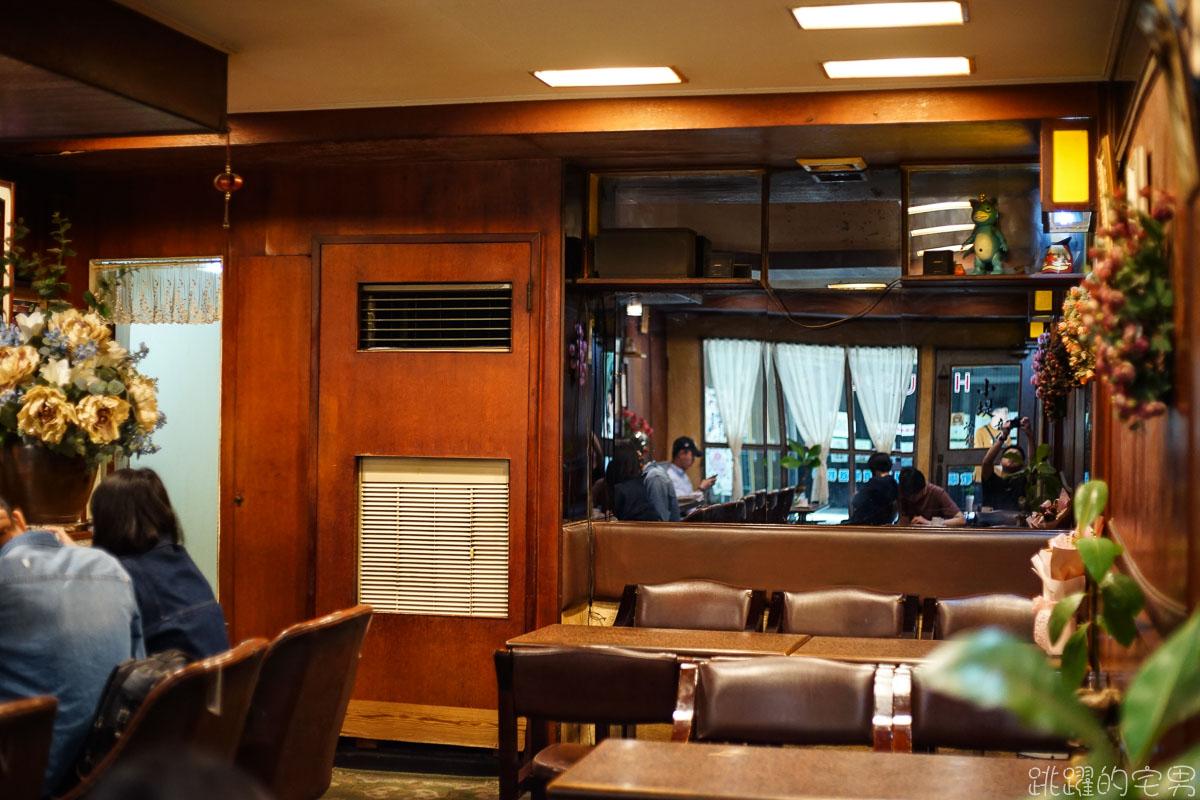 [高雄鹽埕區咖啡廳]  開業超過40年 高雄最老咖啡廳 小堤咖啡 老闆娘很性格 但是這是她特有的人情味 氣氛彷彿時間停了下來