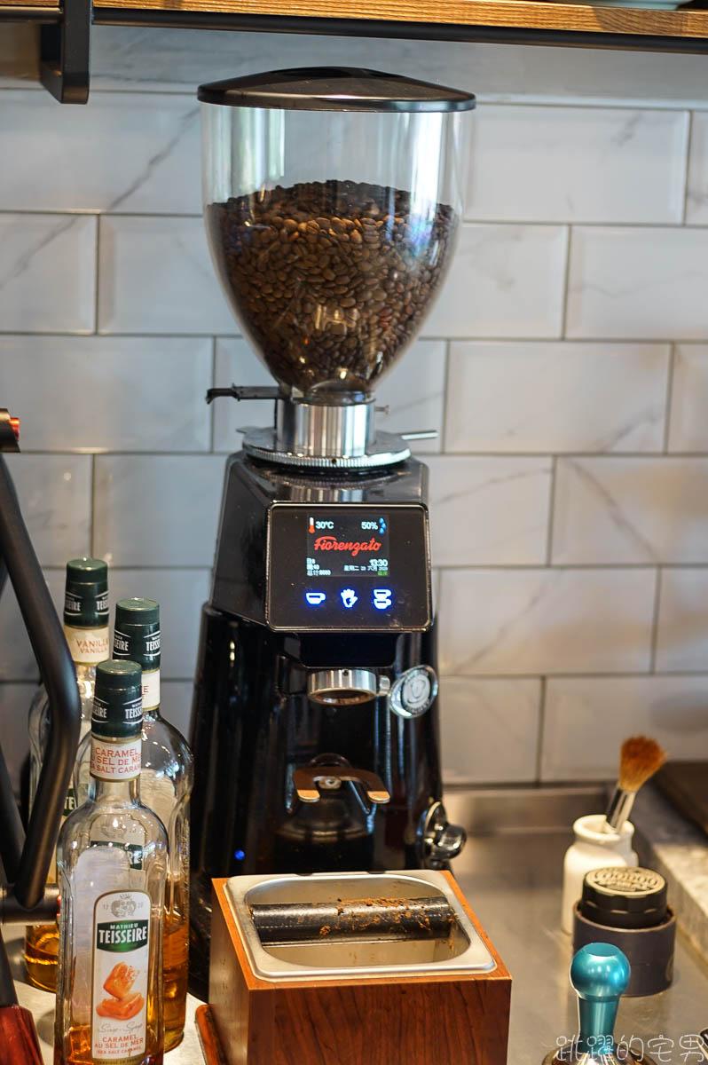 [花蓮咖啡廳]德聯咖啡-空間環境舒服 提供莊園精品咖啡 早上9點營業  推薦檸檬札片 鬆餅 下午茶套餐  City & Guilds國際咖啡師證照花蓮原場考照
