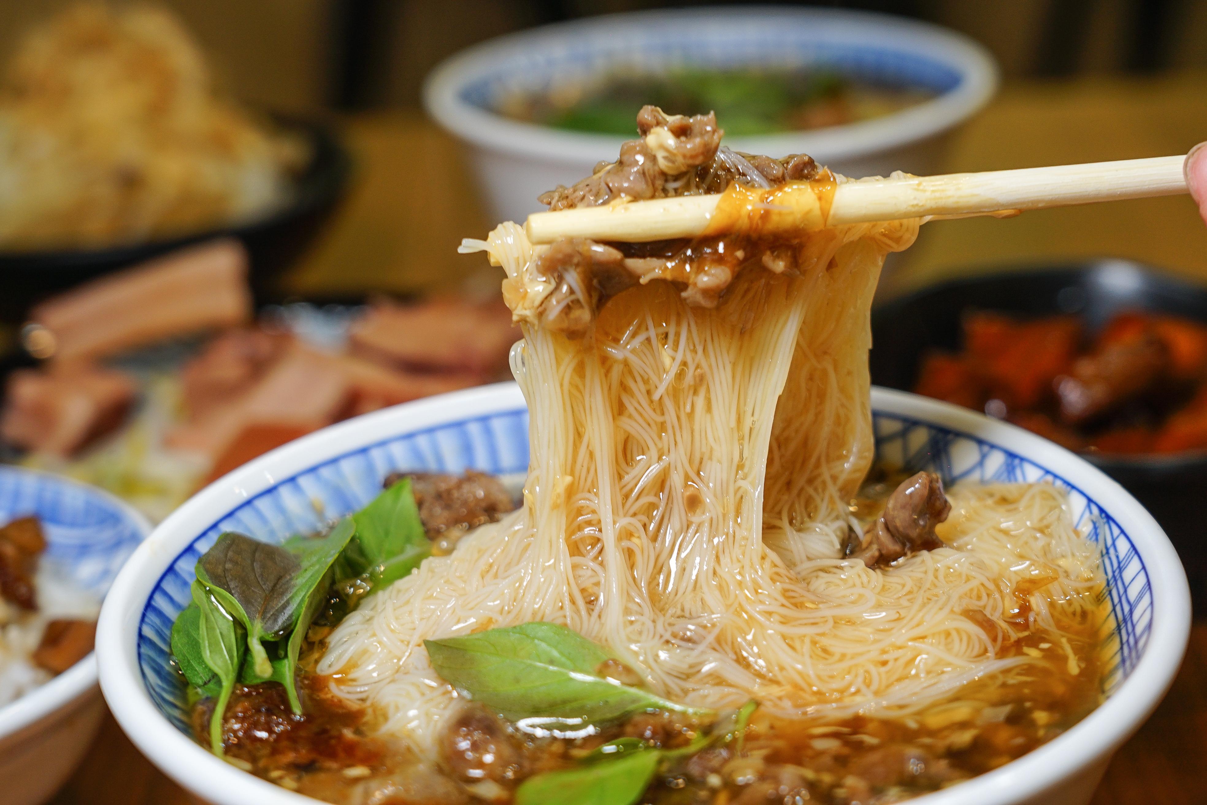 [花蓮吉安美食]賴一張魷魚羹- 超厚魷魚配上赤肉羹滷肉飯 品嘗古早味  花蓮下午沒休息餐廳 提供冷氣
