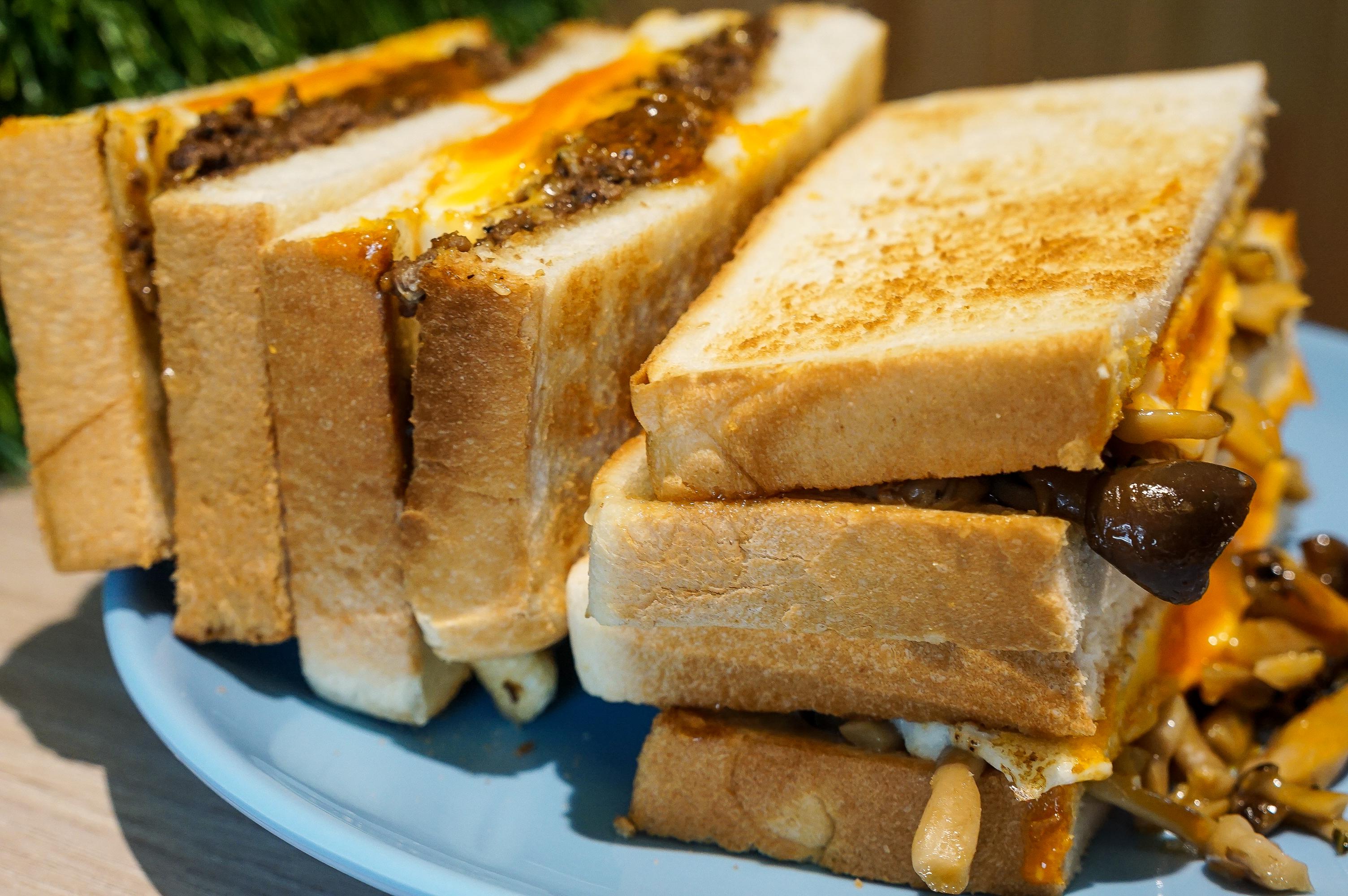 [花蓮美食]慢吞吞手作碳烤吐司搬新家 空間更大更舒服  超愛這家花蓮碳烤吐司 提供蔬食 慢吞吞手作碳烤吐司菜單 花蓮早午餐