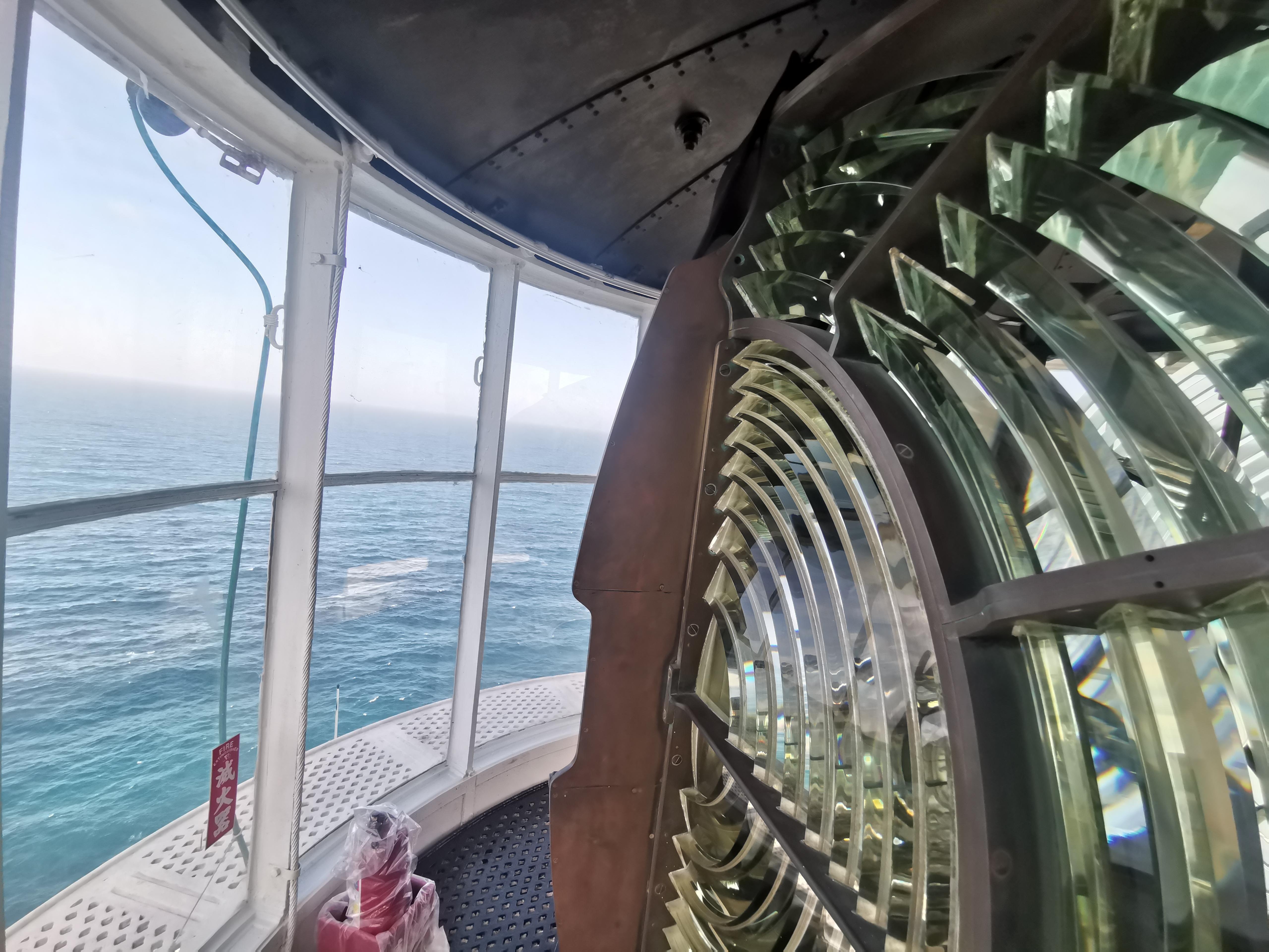 全台唯一懸崖上的燈塔  走入東引燈塔內部 掀開百年燈塔神秘面紗  東引燈塔最佳拍攝時間  馬祖旅遊必去景點  東引旅遊 東引景點