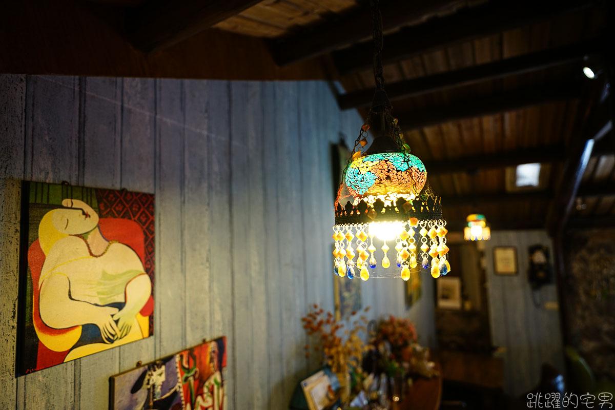 宛如穿越時空與空間  走進歐洲小酒館  眼前盡是芹壁絕美海景 馬祖芹壁咖啡廳 家適咖啡民宿 芹壁美食 北竿咖啡廳