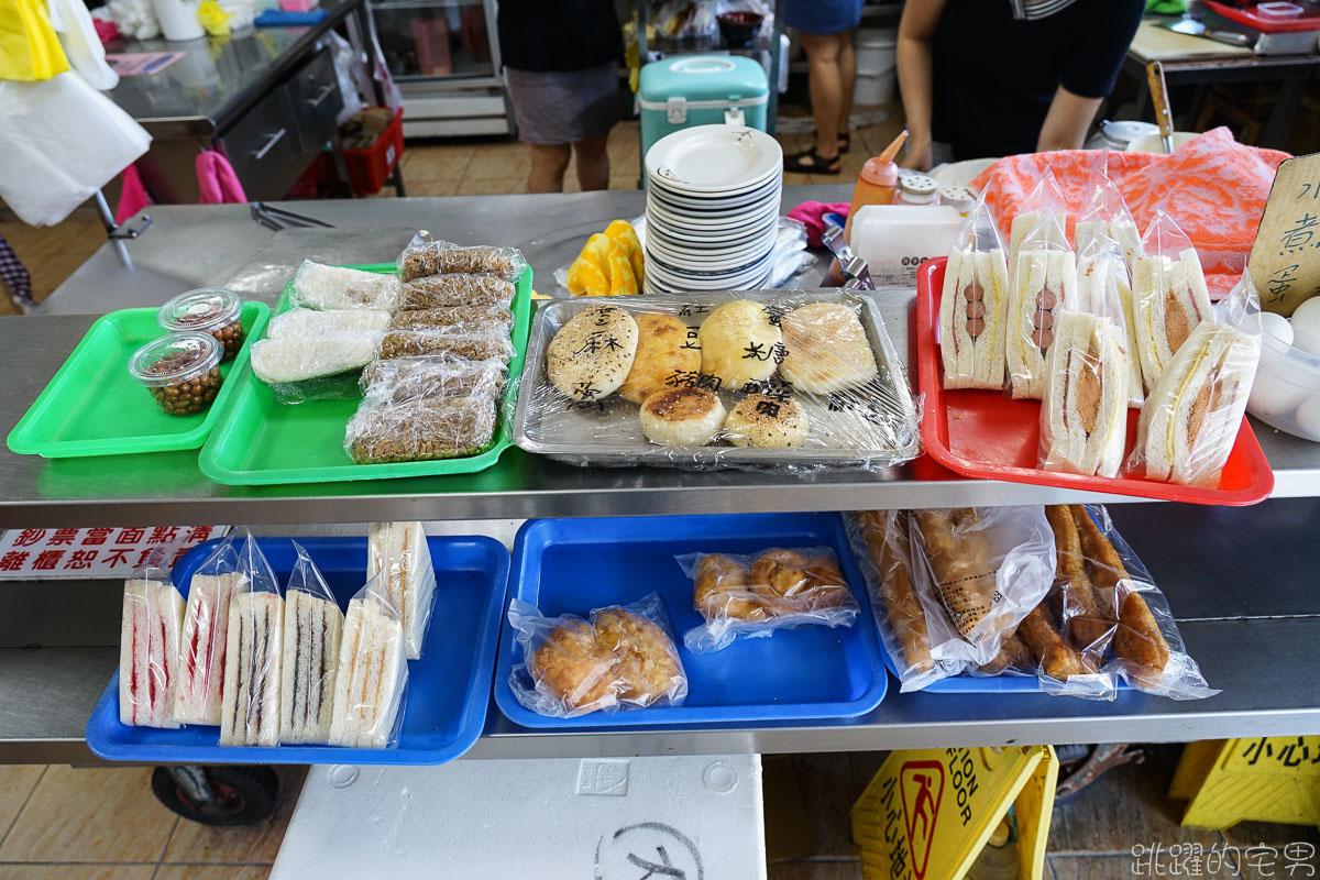 [花蓮美食]明昇水煎包-每天早上4點半開門的花蓮早餐店 雞蛋粉絲為底餡 三種口味水煎包加上秘製蘿蔔乾 一賣就是30年