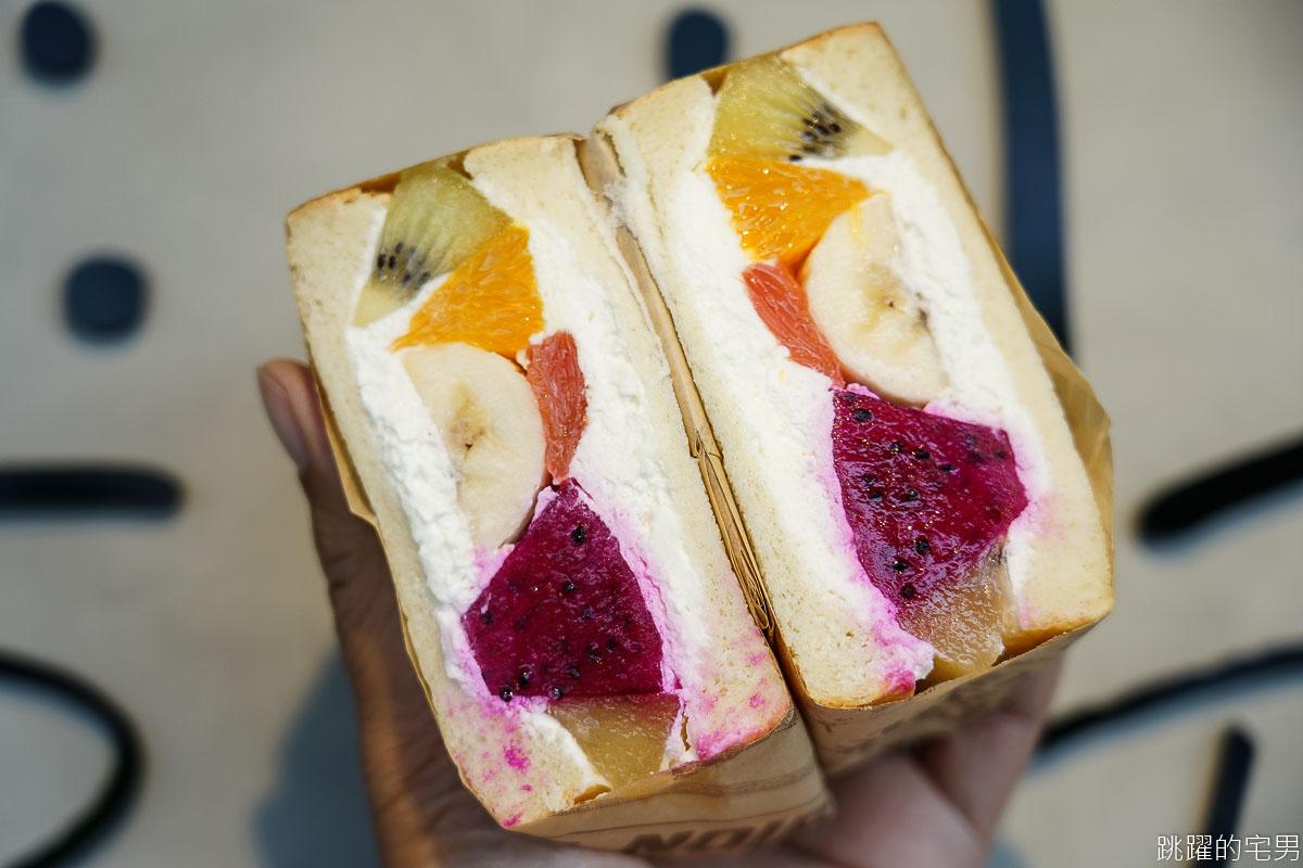 [花蓮美食]胖吐司手感烘焙-這家水果三明治好厲害!!! 自製鮮奶吐司6種水果還加馬斯卡彭起司 只要銅板價  還不吃起來 花蓮麵包店 花蓮甜點