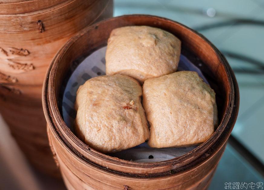 [永春站美食]老上海包子-一天賣1500顆的老麵包子 高聳的蒸籠牆有夠誇張   好吃包子才15元 還有多種口味 買十送一也太划算 信義區平價美食 台北包子