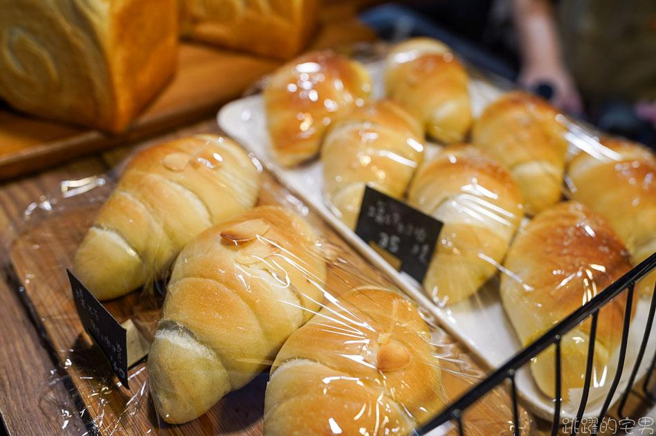 [大安區麵包店]Rolling Eyes麵包與咖啡-神煩ㄟXD 想起那些年女孩對我翻的白眼  只能用海鹽奶油麵包捲 肉桂捲來彌補我的心 大安區咖啡廳 大安區美食