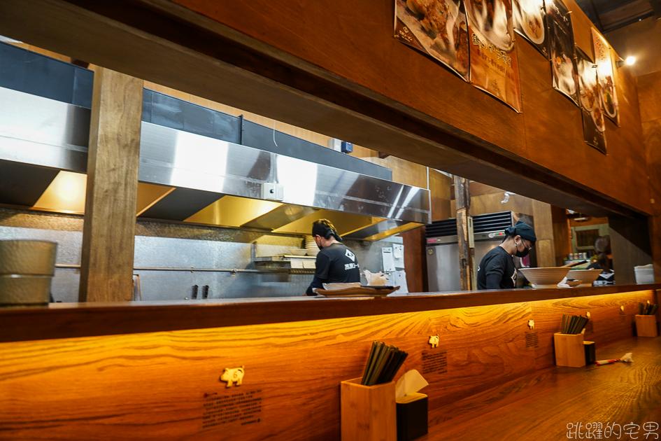 [花蓮美食]不管在哪裡賣都不會漏氣的豚骨拉麵-黑潮拉麵 提供一蘭拉麵的服務 可調濃淡湯頭跟麵的軟硬 厚切叉燒拉麵 黑蒜拉麵 炸串 炸豬排 叉燒飯 花蓮拉麵