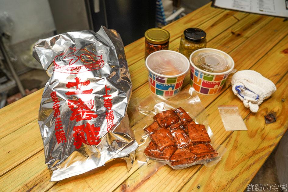 [花蓮美食]禿老爹桶仔雞-烤雞新口味-迷迭香檸檬雞 還有用花蓮60年老店做的雞油豆腐 好吃的沒話說 花蓮市場美食/花蓮桶仔雞外帶
