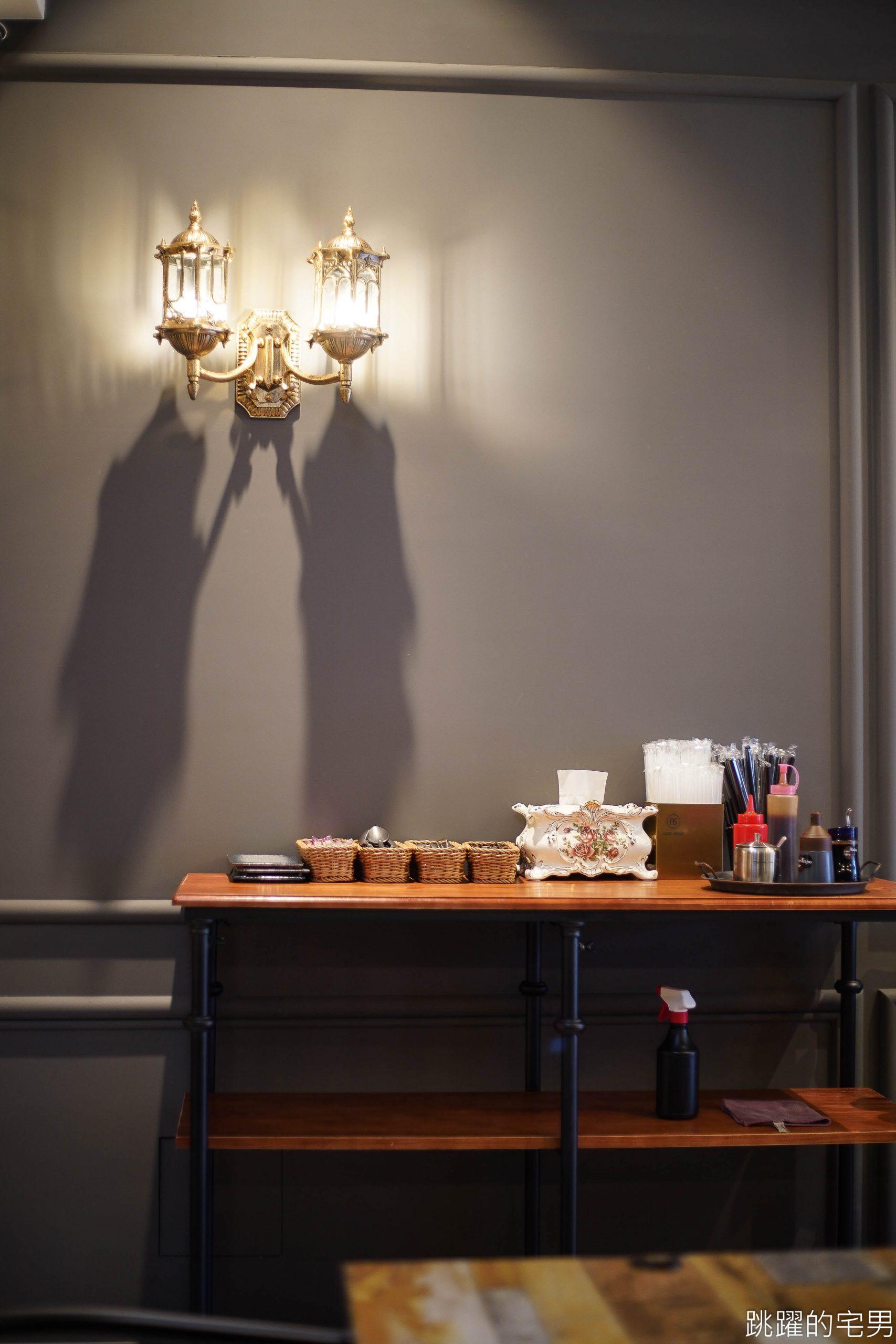 [花蓮美食]艾摩斯廚房-這家也太好拍! 復古微華麗風格設計感超好 全日供餐到宵夜 艾摩斯廚房菜單 餐點豐富 套餐99元起 網美可以衝一波 花蓮早午餐 花蓮宵夜