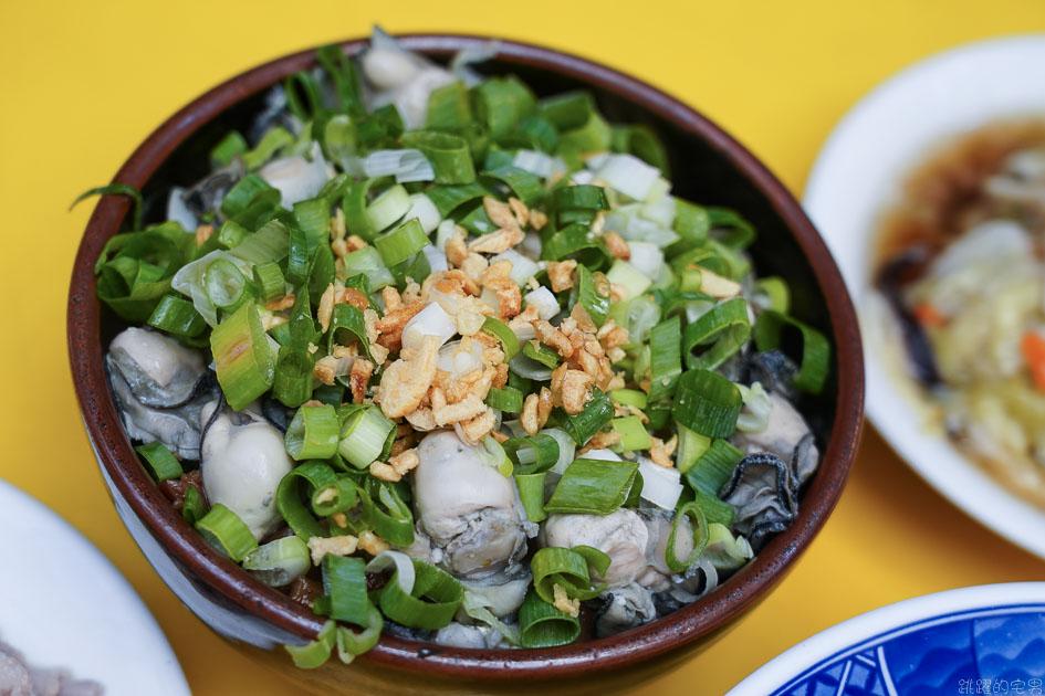 [華西街美食]阿義魯肉飯-這間台北40年老店 不但要吃蚵仔魯肉蓋飯 蒜泥白肉 排骨湯更是必點  龍山寺美食 台北滷肉飯推薦 萬華美食