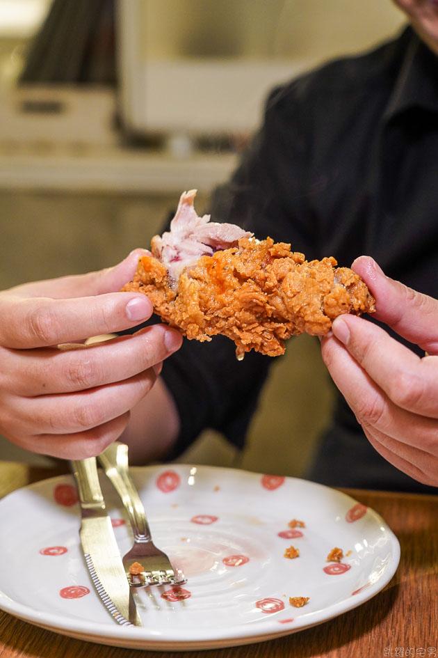 [中山站美食]Miss V Bakery Cafe 赤峰店-炸雞多汁美味到令人驚豔 美式炸雞鬆餅居然這麼好吃 草莓女王蛋糕必吃 Miss V Bakery菜單  Miss V Bakery肉桂捲