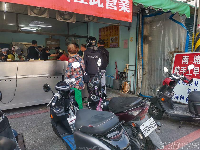 [花蓮吉安早餐]南埔純手工早點-在地人排隊吃的早餐店 外地沒見過的煎燒餅口感令人驚艷 煎餃更是一上桌就搶光 特調醬汁很加分 花蓮早餐 花蓮美食