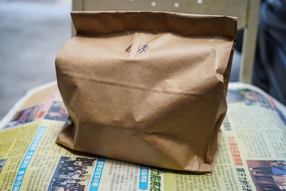 [花蓮美食]洋基牧場-土雞城賣起防疫餐就是厲害  整盒黃澄澄土雞肉跟四樣配菜 附雞湯只要120元  洋基牧場菜單 洋基牧場防疫外帶優惠 提供外送 花蓮防疫便當外帶