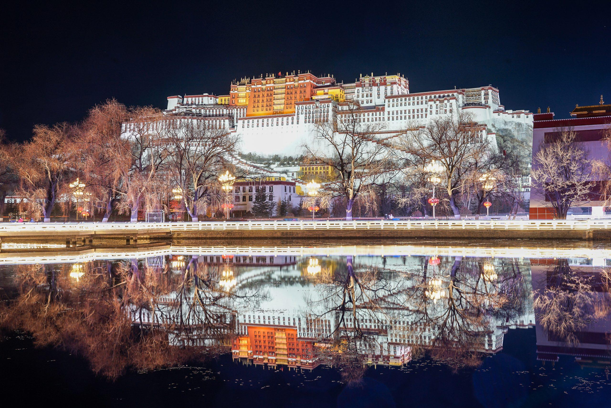 西藏5天4夜旅遊行程-原來建立布達拉宮的理由全都因為愛,布達拉宮裡的愛情故事以及千百年累積的意念情感,沒去西藏不知道,去了才知道祂改變你什麼@跳躍的宅男 @跳躍的宅男