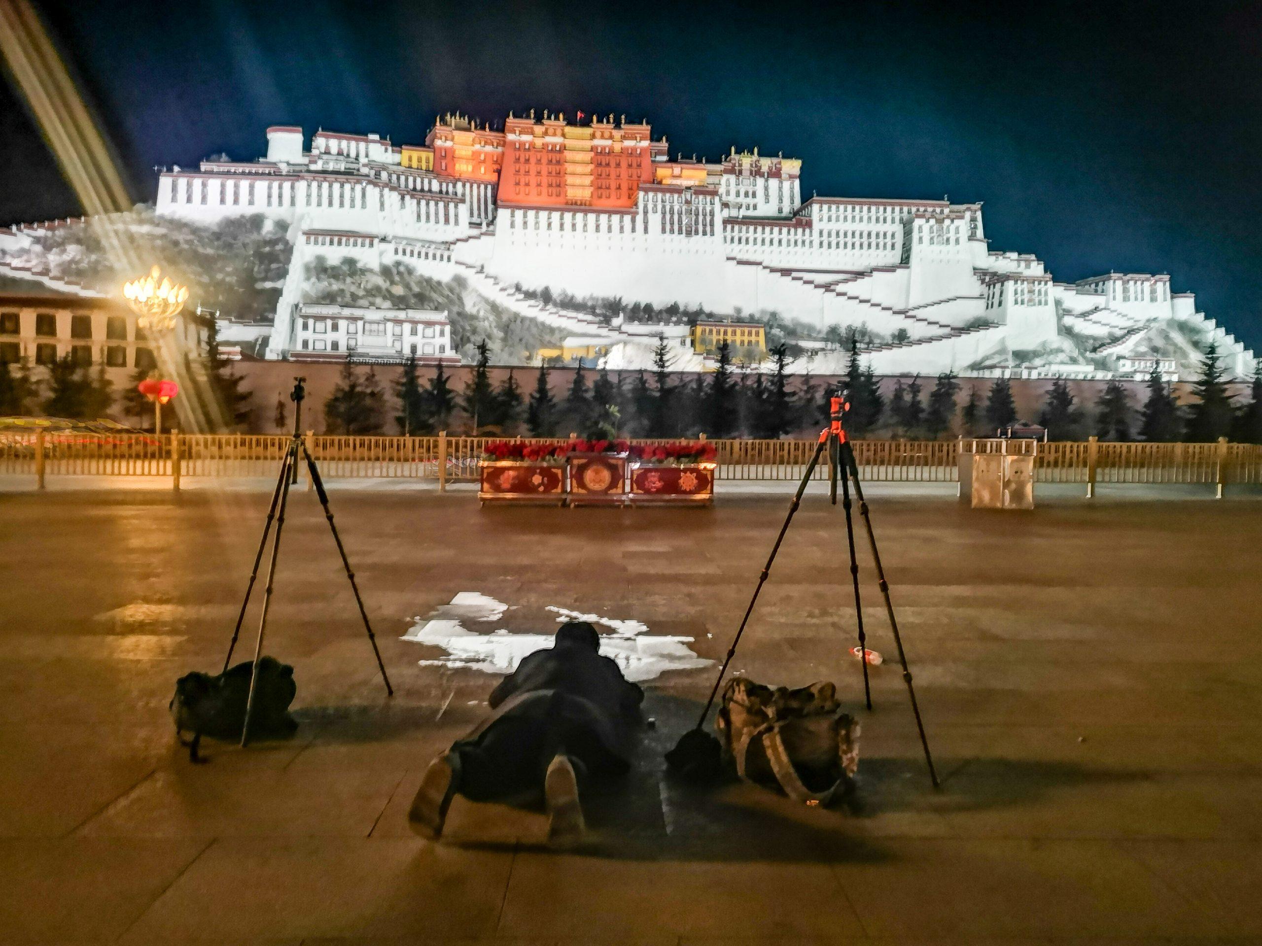西藏5天4夜旅遊行程-原來建立布達拉宮的理由全都因為愛,布達拉宮裡的愛情故事以及千百年累積的意念情感,沒去西藏不知道,去了才知道祂改變你什麼@跳躍的宅男