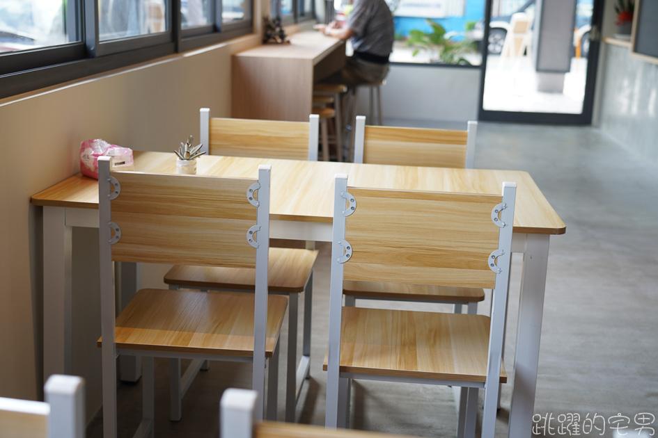 不懂事長餐-花蓮新開早午餐  全牆窗戶透光明亮 木製裝潢空間舒適 價格居然15元起 最貴不到百元 聊起天來真不想走@跳躍的宅男