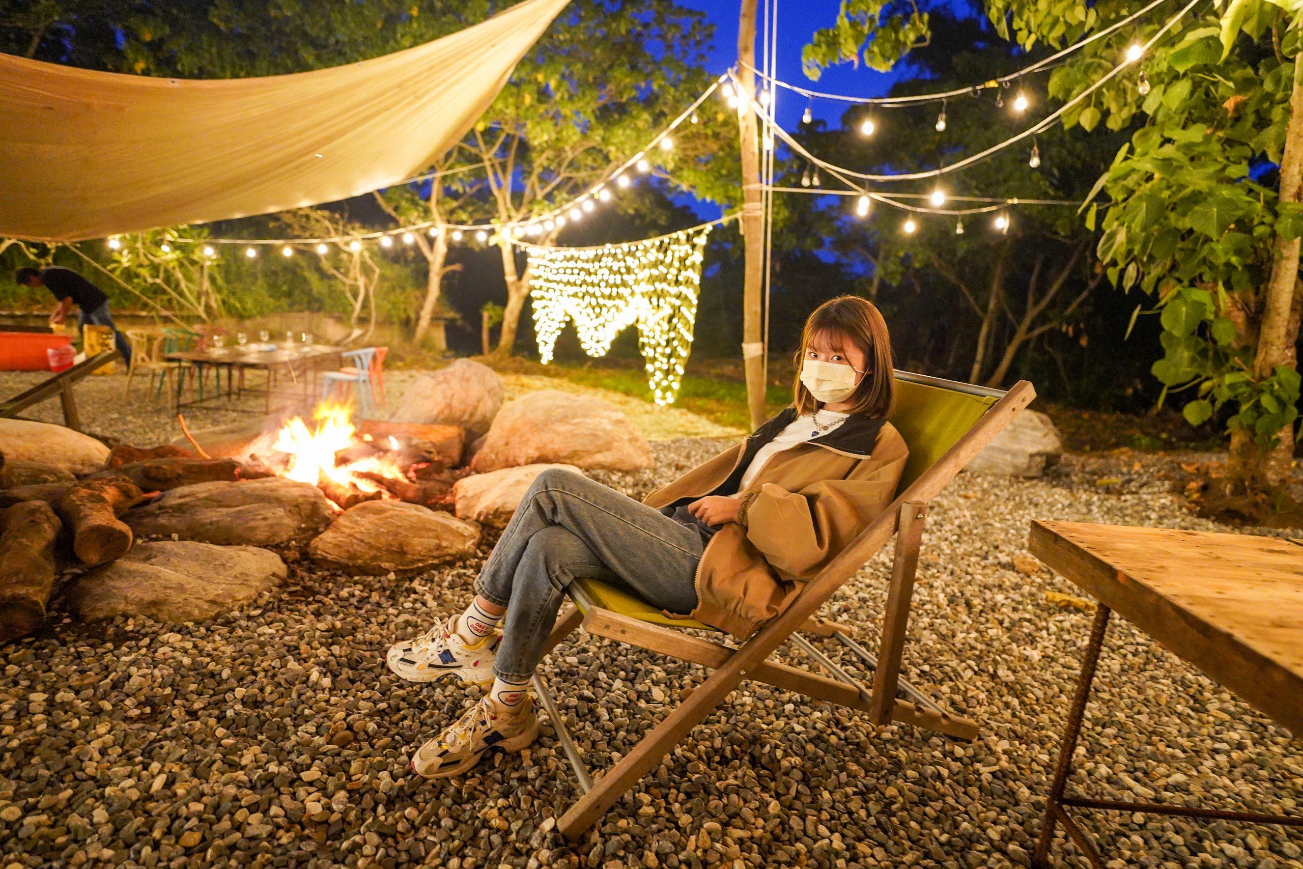 花蓮最Chill浪漫秘境森林野餐  白色天幕加上營火、絕美燈光布置  提供專人服務 牛排 氣泡水香檳 讓你陶醉不想回家@跳躍的宅男
