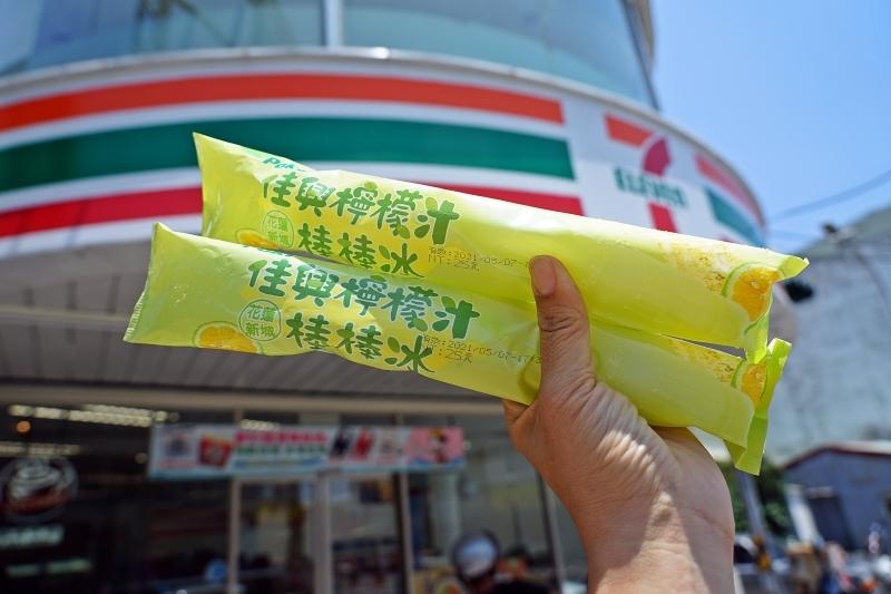 花蓮佳興檸檬汁居然變成冰棒啦! 全台7-11都可以買的到唷 夏天解暑就靠他啦 佳興檸檬汁棒棒冰 @跳躍的宅男