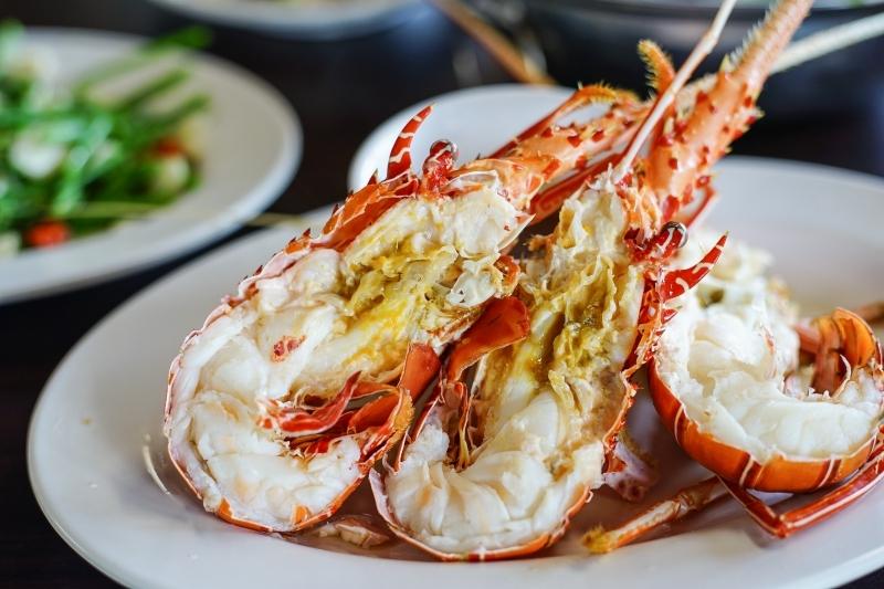 今日熱門文章:[花蓮鹽寮美食]久違的055龍蝦海鮮餐廳 明碼標價無壓力 花蓮海鮮美味吃了就知道 (內有詳細菜單)